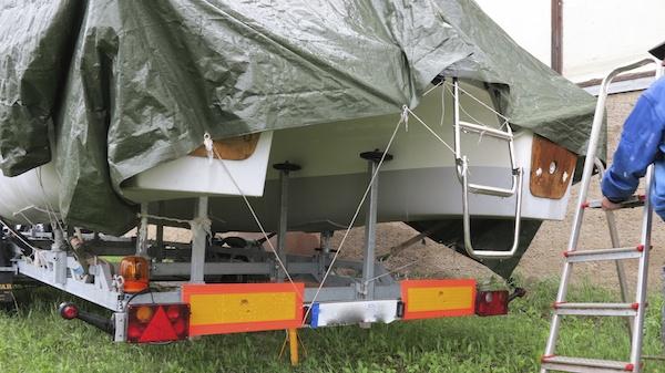 MC 30 Motorkatamaran Gebrauchtboot Trailerboot auf Trailer