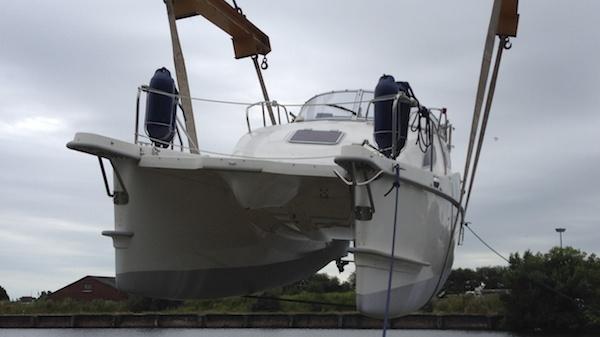 Gebrauchtboot motorcat MC 30 am Kran